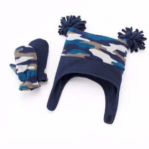 **NWT**FLEECE HAT AND MITTENS SET 2T-4T